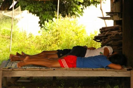 ラオス チャムパーサック お昼寝中のラオス人