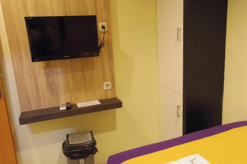 【ポンティアナック】新築でキレイな安ホテル!『グリーンリーフ ( Green Leaf )』