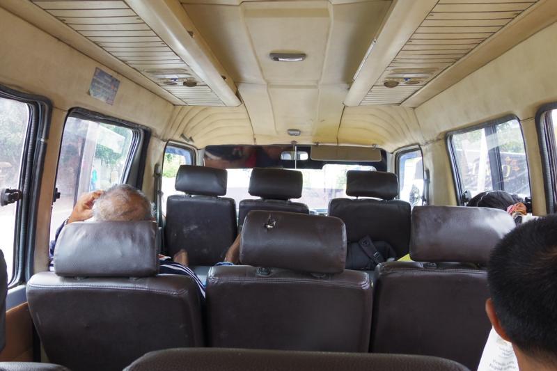 クパン 東ティモール 陸路 国境 バス