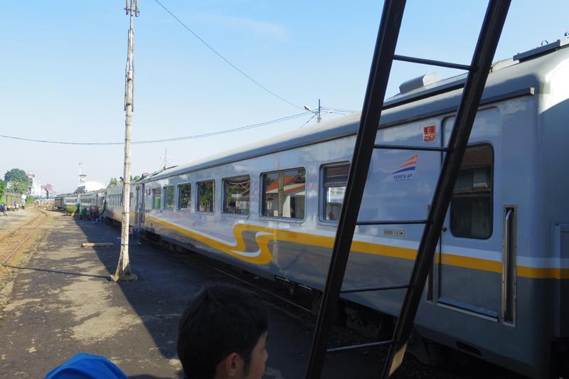 バンドン→ジャカルタ 列車移動