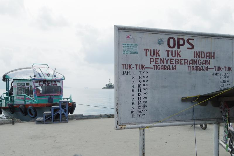 メダン Parapat トパ湖 Tuktuk 行き方
