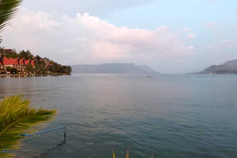 トバ湖 サモシール島 トゥクトゥク Tuktuk Samosir