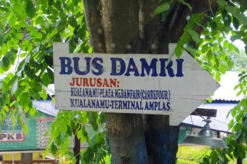 メダン クアラナム国際空港 バス