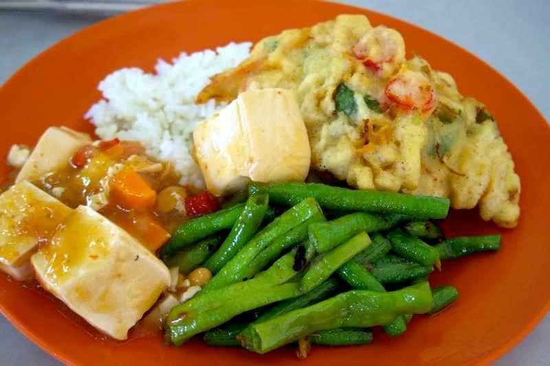 【イポー】おかずが30種類以上あるベジタリアン用経済飯!『明記素食館斎品供應 SIN MENG KEE 』