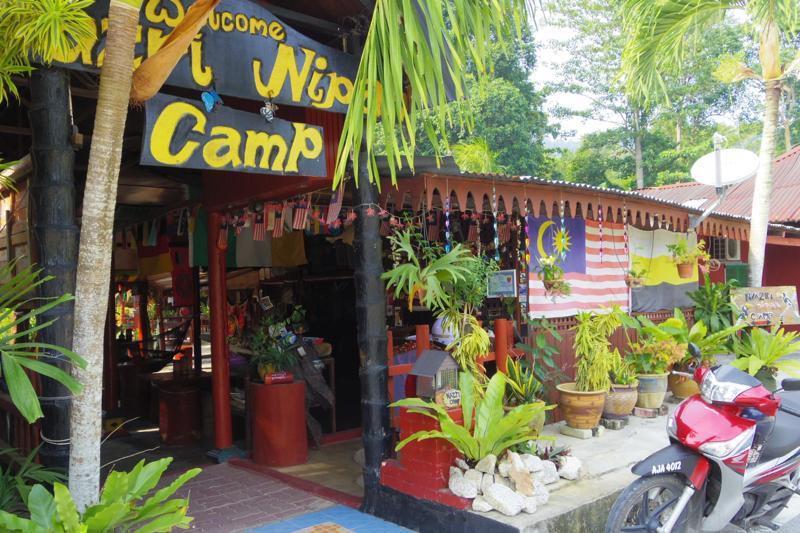 【パンコール島】バックパッカー向けの唯一の安宿『ナズリ ニパー キャンプ(Nazri Nipah Camp)』