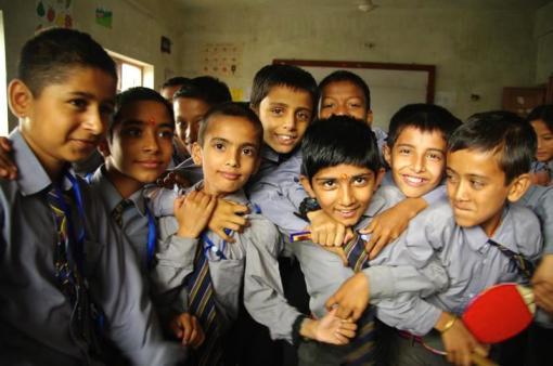 ネパール・タンセンで5年振りの再会、子供達への届け物 その2