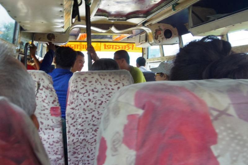 スノウリ国境 ルンビニー ゴラクプール ローカル バス