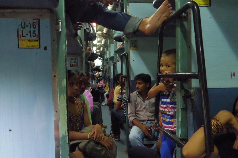 【インド】初めてウェイティングで列車に乗り、心が折れそうになったが・・。