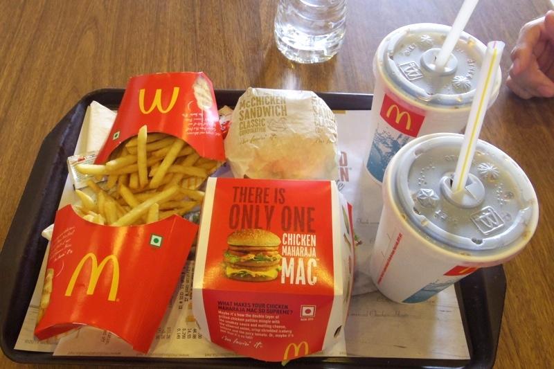 """【デリー】インドのご当地ハンバーガー""""マハラジャバーガー""""を食べてみた!"""