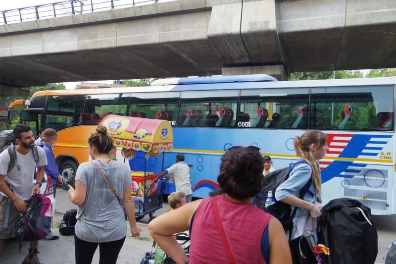 デリー ダラムサラ ツーリストバス 移動