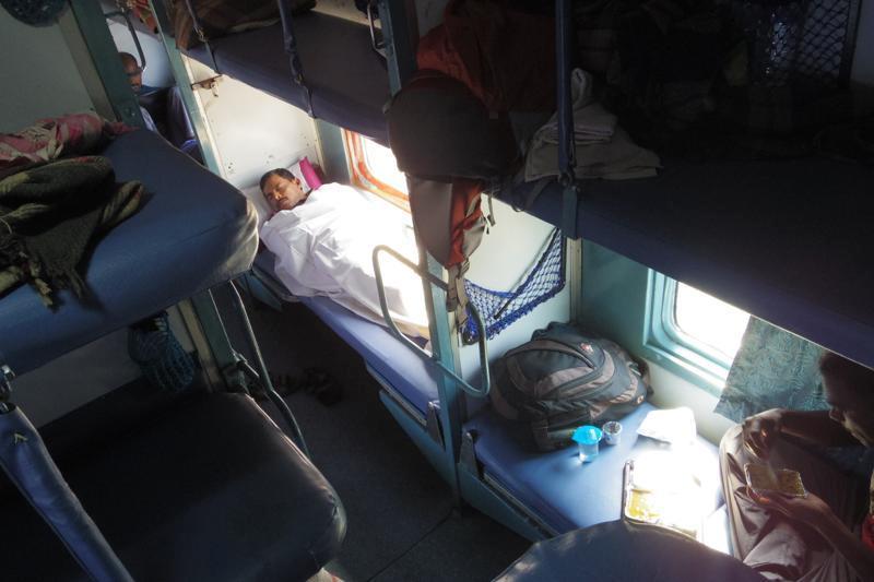インド デリー H Nizamuddin駅 マドゥライ 3A