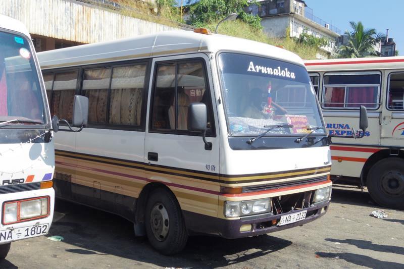 スリランカ ヌワラエリヤ  キャンディ バス 行き方