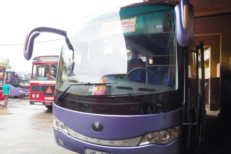 コロンボ 空港 バス 市内 マドゥライ