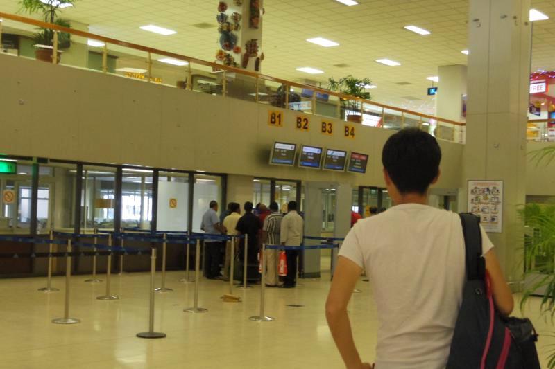 コロンボ 空港 搭乗ゲート