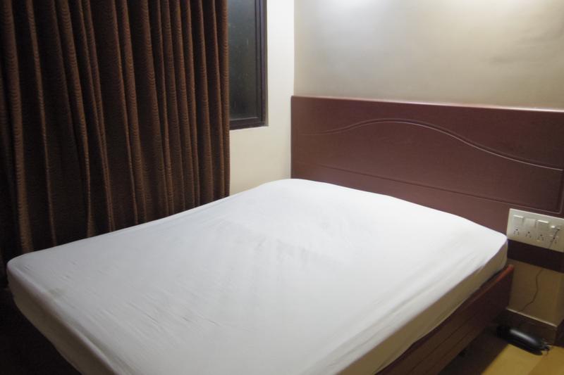 マドゥライ 安宿 ゲストハウス ホテルブーパシ Hotel Boopathi