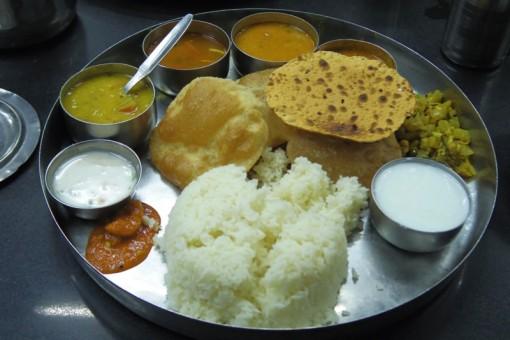 ハイデラバード デカン駅近く 美味しいレストラン ミールス
