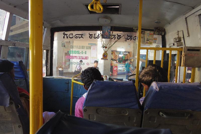 バンガロール ハンピ バス移動 行き方