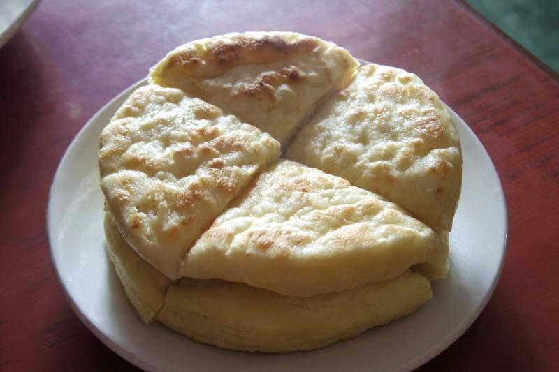 ブッダガヤ 朝食 チベットパン バレ/パレ