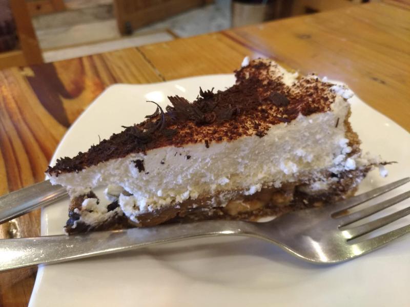 ケーキが絶品!木の温もりが伝わる素敵なカフェ『Coffee Talk』