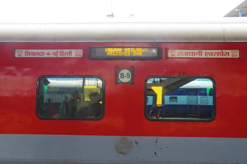 インドであの有名な食事付寝台列車!ラージダーニ急行に乗ってみた!