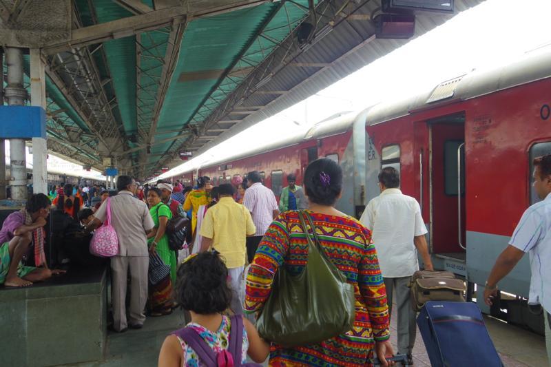 インド列車 ラージダーニ急行 食事付 寝台列車