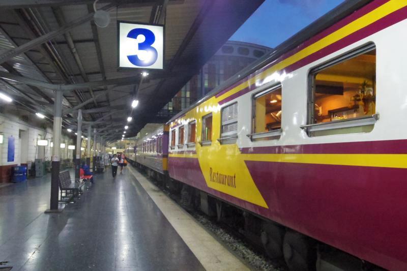 バンコクからチェンマイへ。2等寝台列車は快適!