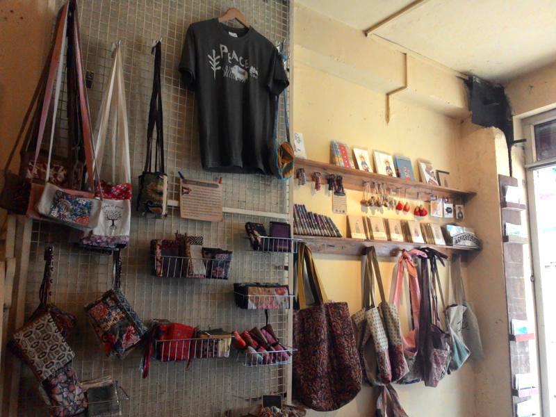 ダラムサラ カフェ ロッパ Rogpa Shop & Cafe