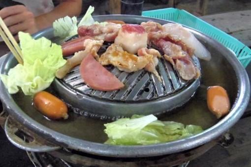 チェンマイ ムーガタ ムーカタ焼き肉食べ放題 Sukonthan Buffet 千人火鍋