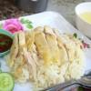 【スコータイ】鶏のダシ汁で焚いたご飯はふっくらツヤツヤ、鶏肉はふんわりとジューシー感のある美味しいカオマンガイ屋台!