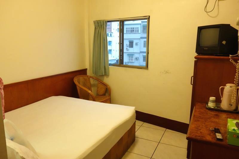 【台東】週末料金もなし!おトクに泊まりたいならココ!『ジンロンホテル(金龍商務旅館)』