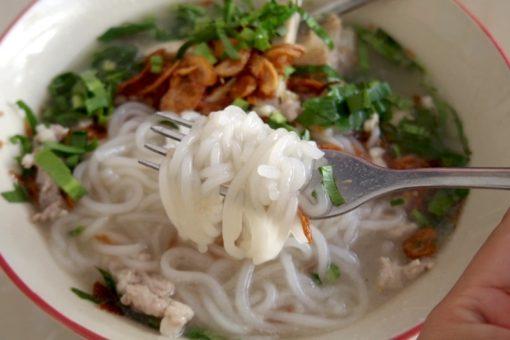 ピッサヌローク 駅近く 美味しい食堂 ベトナム麺フォー