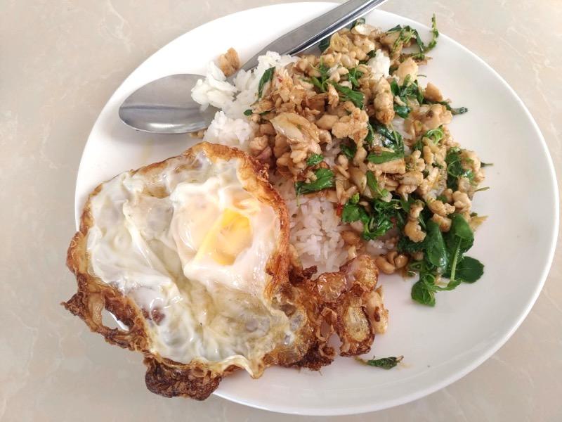 ピッサヌローク鉄道駅近くにある美味しいベトナム麺が食べれるお店!