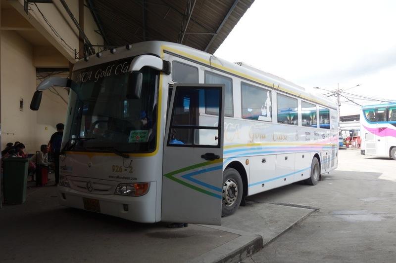バンコクからピッサヌローク バス 行き方 ナコンチャイエアーNCA