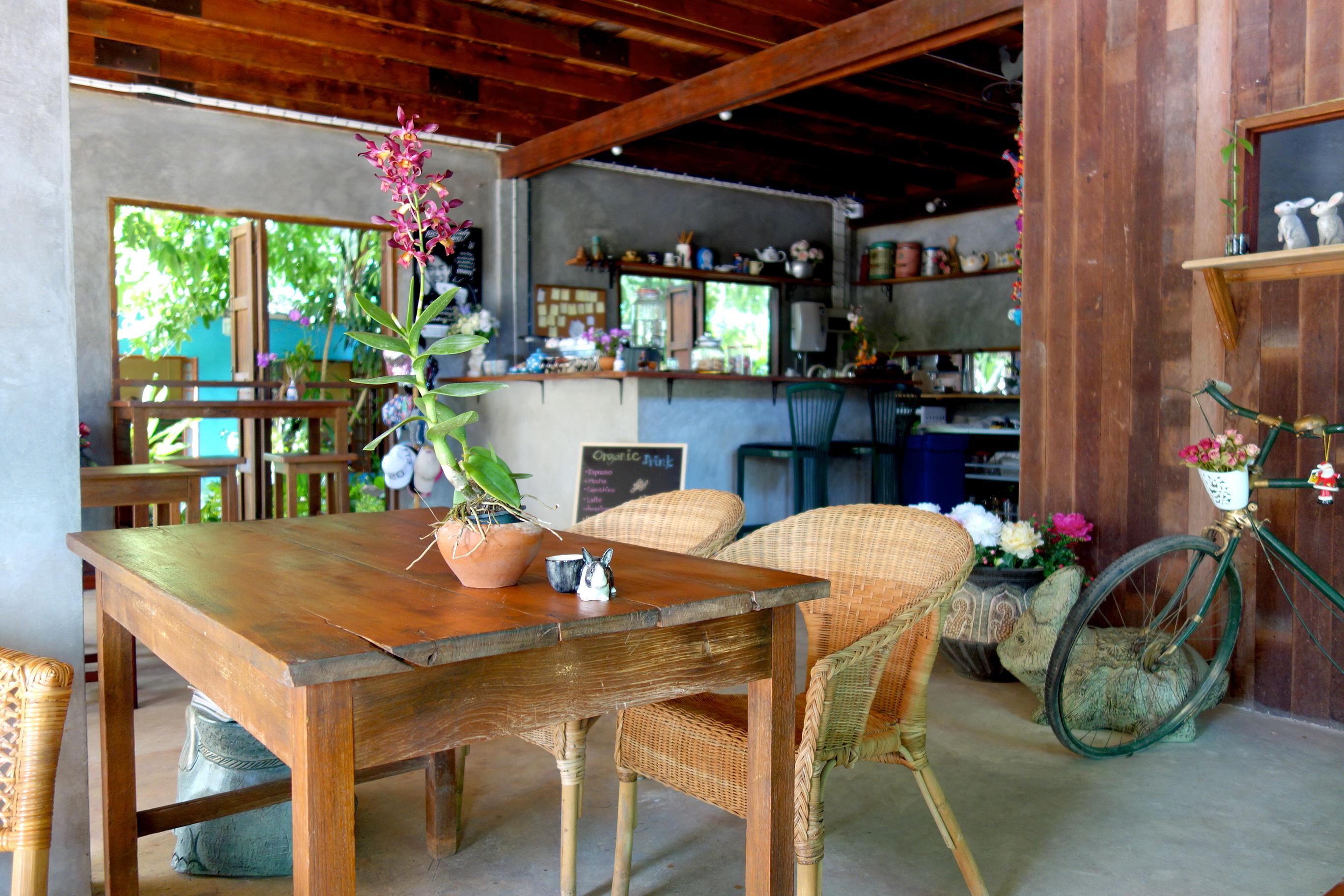 【ピッサヌローク】こだわりのオーガニックコーヒーが飲める素敵なカフェ『Karuna By』※2017年9月追記