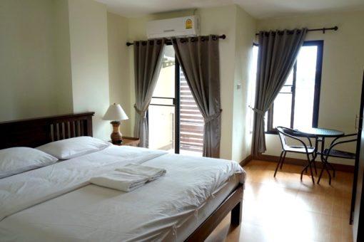 チェンマイ ホテル安宿ゲストハウス リーズナブルオススメ 安いキレイ清潔快適おトク ダブルルーム ツインルーム チェンマイ P プレイス Chiang Mai P Place