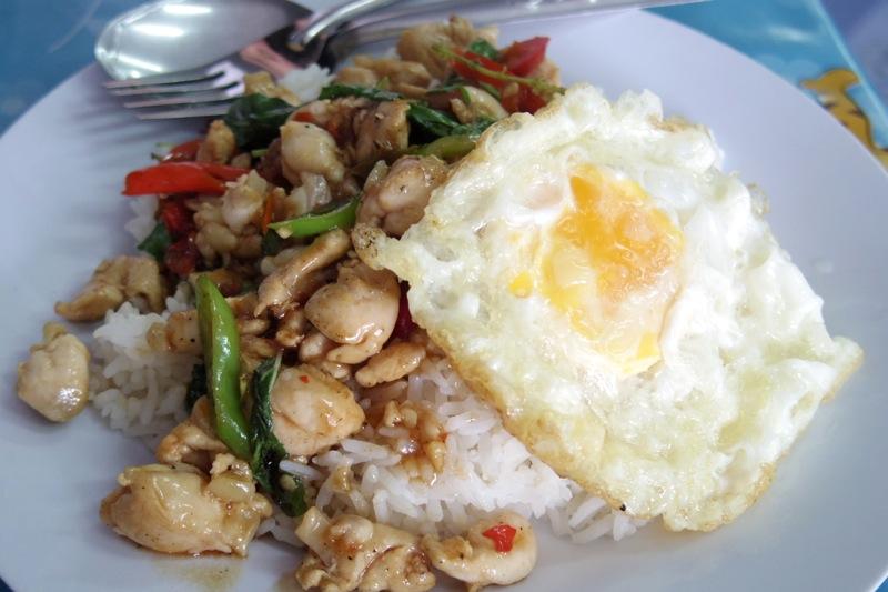 ピッサヌローク 美味しいローカル食堂 カオパット チャーハン トムヤムクン