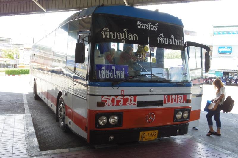 ピッサヌロークからウッタラディットまでバスでの行き方。