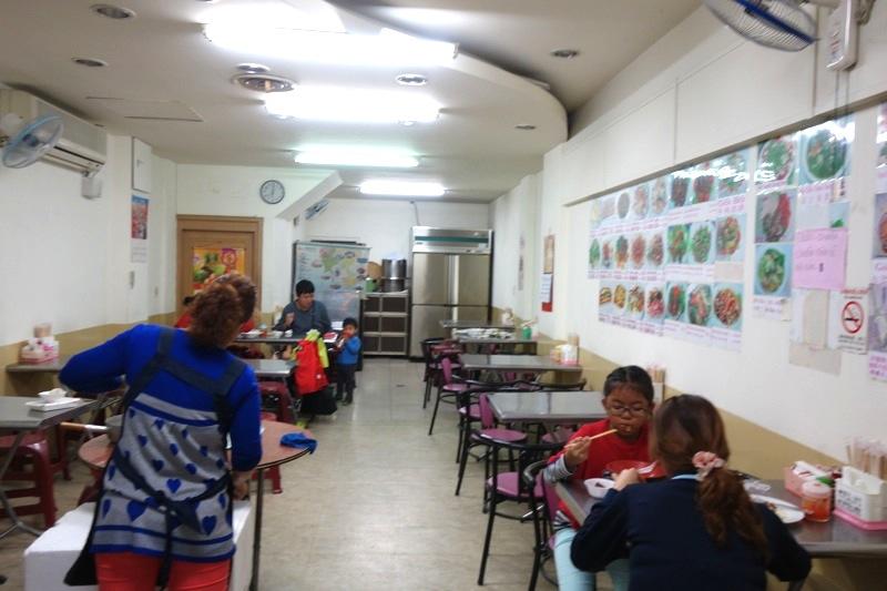 台中 ベトナム料理食堂 安い美味しい 台中駅