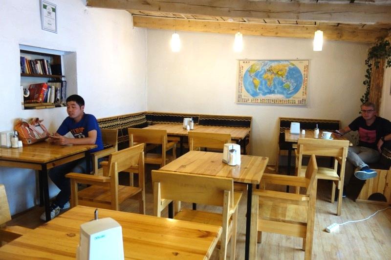 【カラコル】コーヒーとケーキが美味しい!旅人が集うカフェ『カラコルコーヒー(Karakol Coffee)』