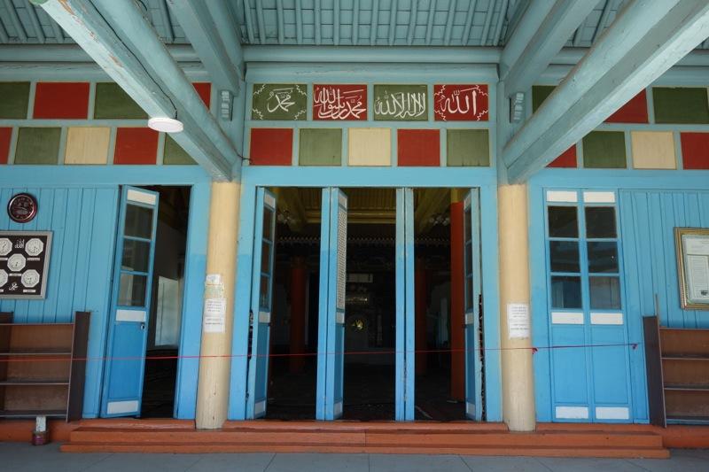 【カラコル】100年以上前に建てられた木造建築の『ドンガンモスク』