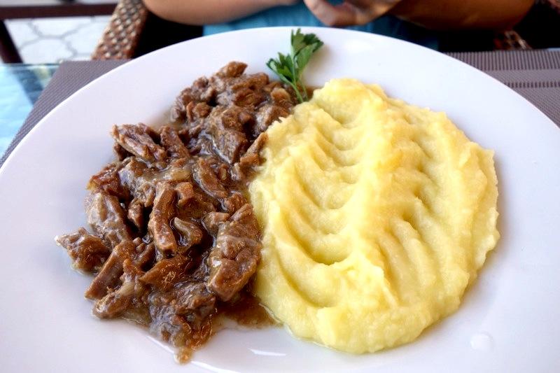 【カラコル】キルギス料理に飽きたらこのレストランはイチオシ!『Kench Cafe(ケンチカフェ)』