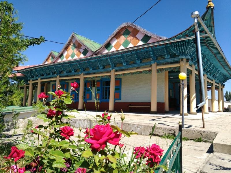 【カラコル】100年以上前にドンガン人により建てられた木造モスク『ドンガンモスク』