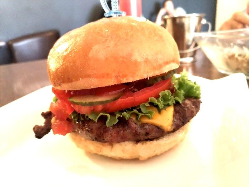 ビシュケク 美味しい 本格的ハンバーガー バーガーハウス Burger House