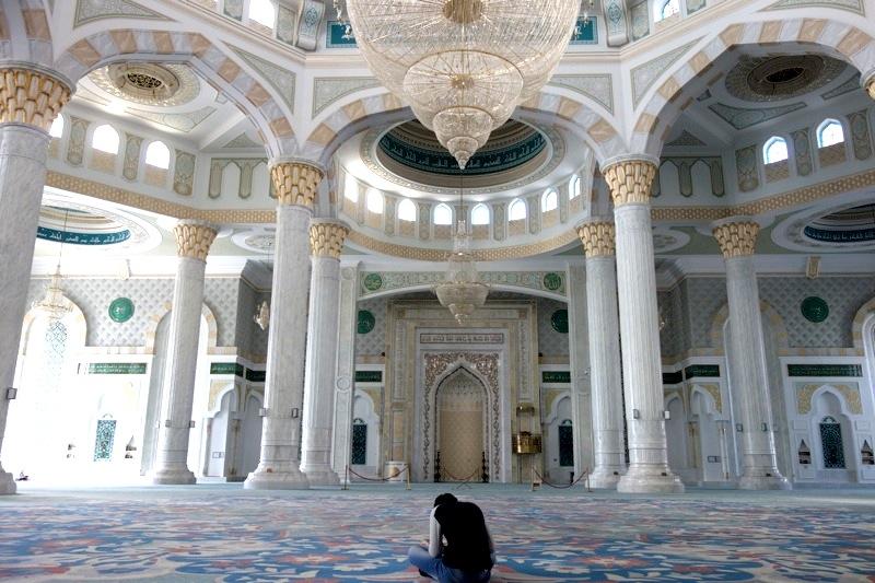 カザフスタン最大のモスク「ハズレット・スルタン」は息をのむほど美しかった。