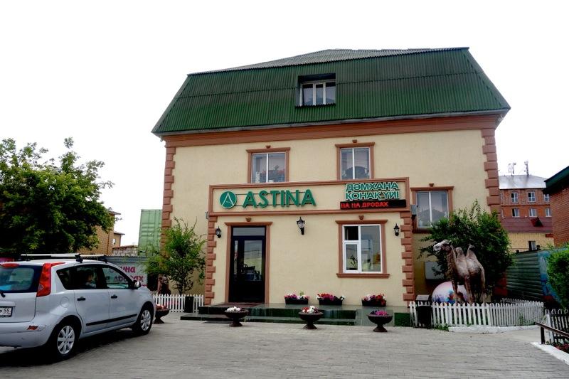 【アスタナ】トイレ・バス付でおトクな安ホテル『Astina Hotel』