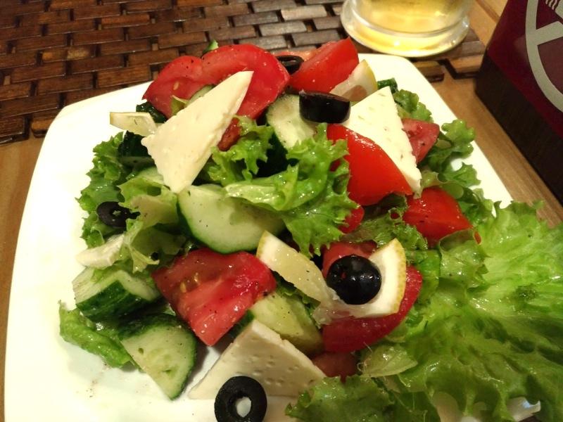 【カラコル】旅行者が必ず訪れるほど人気のレストラン カフェ ザリーナ Cafe Zarina