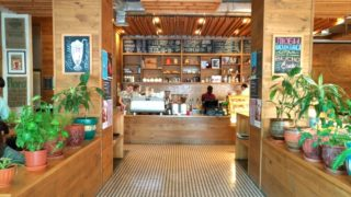【アルマトイ】街中にあり、くつろげる洒落たカフェ『CAFE Nedelka』