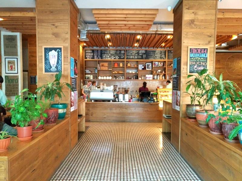 【アルマトイ】街中にありくつろげる洒落たカフェ『CAFE Nedelka』
