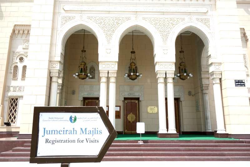 ドバイで最も美しいといわれている「ジュメイラ・モスク」に行ってみた。