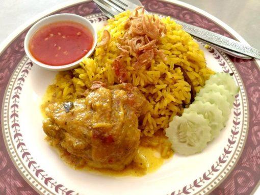 【ピッサヌローク】モスク周辺にある美味しいカオモック・ガイが食べれる食堂
